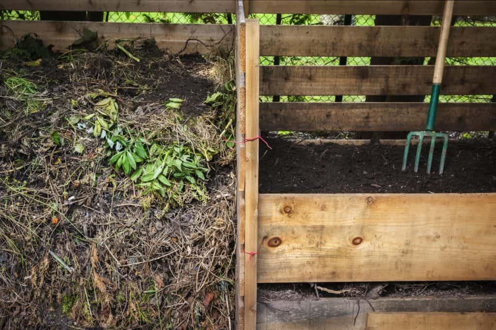 Frontansicht zweier Komposter aus Holz